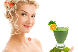 woman_hand_green_smoothie